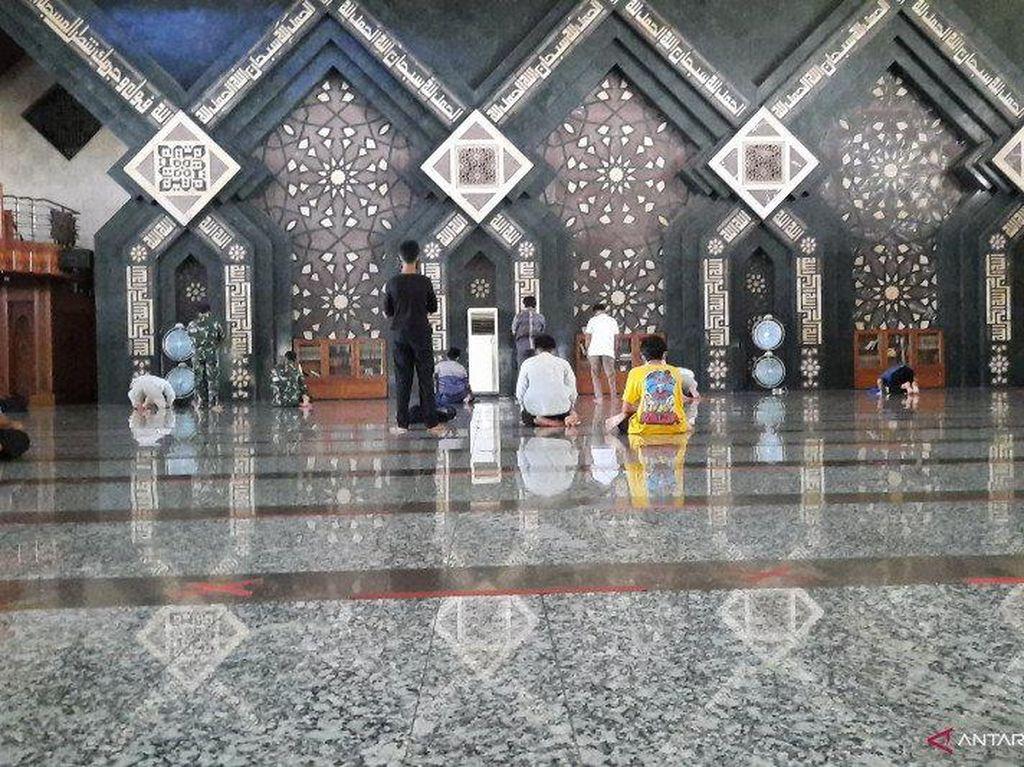 Masjid Agung At-Tin Gelar Salat Idul Fitri, Jemaah Dibatasi 2.000 Orang