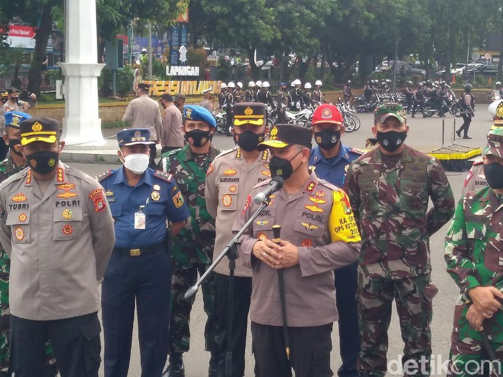 TNI-Polda Metro Jaya Patroli Malam Takbiran, Warga Diimbau di Rumah