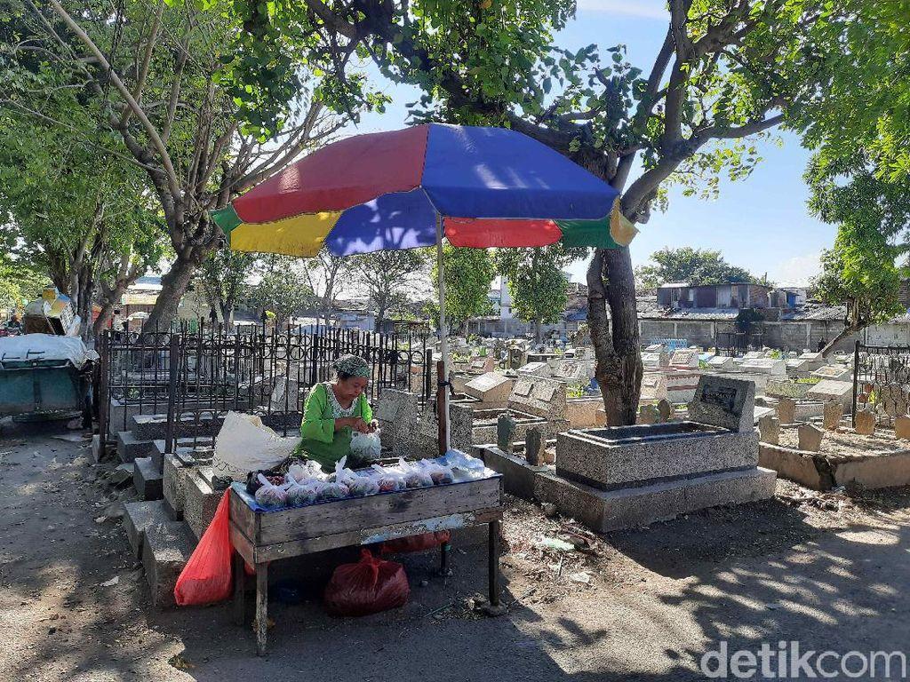 TPU di Surabaya Tetap Buka, Warga Bisa Ziarah Tetap dengan Prokes