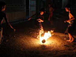 Bola Api Jadi Tradisi Malam Terakhir Bulan Ramadhan