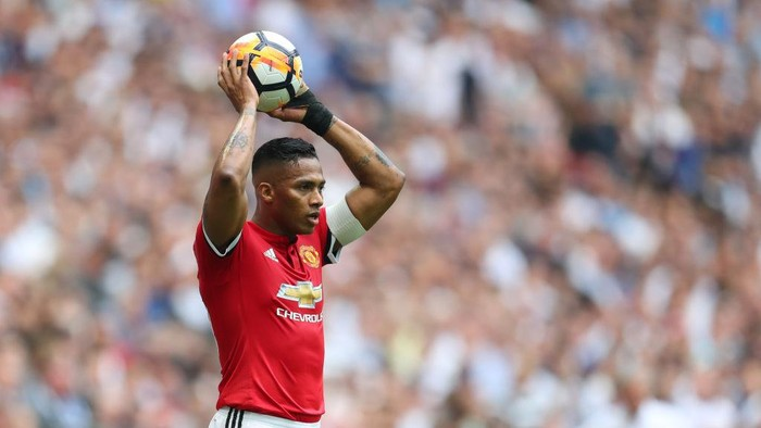 LONDON, ENGLAND - APRIL 21: Luis Antonio Valencia of Manchester United takes a throw in during The Emirates FA Cup Semi Final between Manchester United and Tottenham Hotspur at Wembley Stadium on April 21, 2018 in London, England. (Photo by Catherine Ivill/Getty Images)