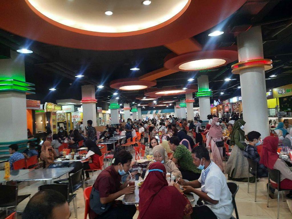 Banyak Tempat Makan di Surabaya Tutup, Food Court Mal Diserbu Warga