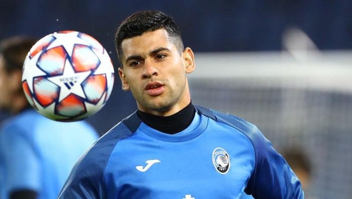 BERGAMO, ITALY - OCTOBER 27:  Cristian Romero of Atalanta BC during the warm up before the UEFA Champions League Group D stage match between Atalanta BC and Ajax Amsterdam at Gewiss Stadium on October 27, 2020 in Bergamo, Italy.  (Photo by Marco Luzzani/Getty Images)