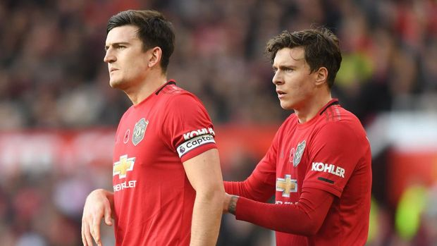 MANCHESTER, ENGLAND - NOVEMBER 10: Harry Maguire and Victor Lindelof of Manchester United look on during the Premier League match between Manchester United and Brighton & Hove Albion at Old Trafford on November 10, 2019 in Manchester, United Kingdom. (Photo by Michael Regan/Getty Images)