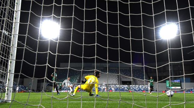 REGGIO NELL'EMILIA, ITALY - MAY 12: Cristiano Ronaldo of Juventus scores their side's second goal past Andrea Consigli of U.S. Sassuolo Calcio during the Serie A match between US Sassuolo and Juventus at Mapei Stadium - Città del Tricolore on May 12, 2021 in Reggio nell'Emilia, Italy. Sporting stadiums around Italy remain under strict restrictions due to the Coronavirus Pandemic as Government social distancing laws prohibit fans inside venues resulting in games being played behind closed doors.  (Photo by Alessandro Sabattini/Getty Images)