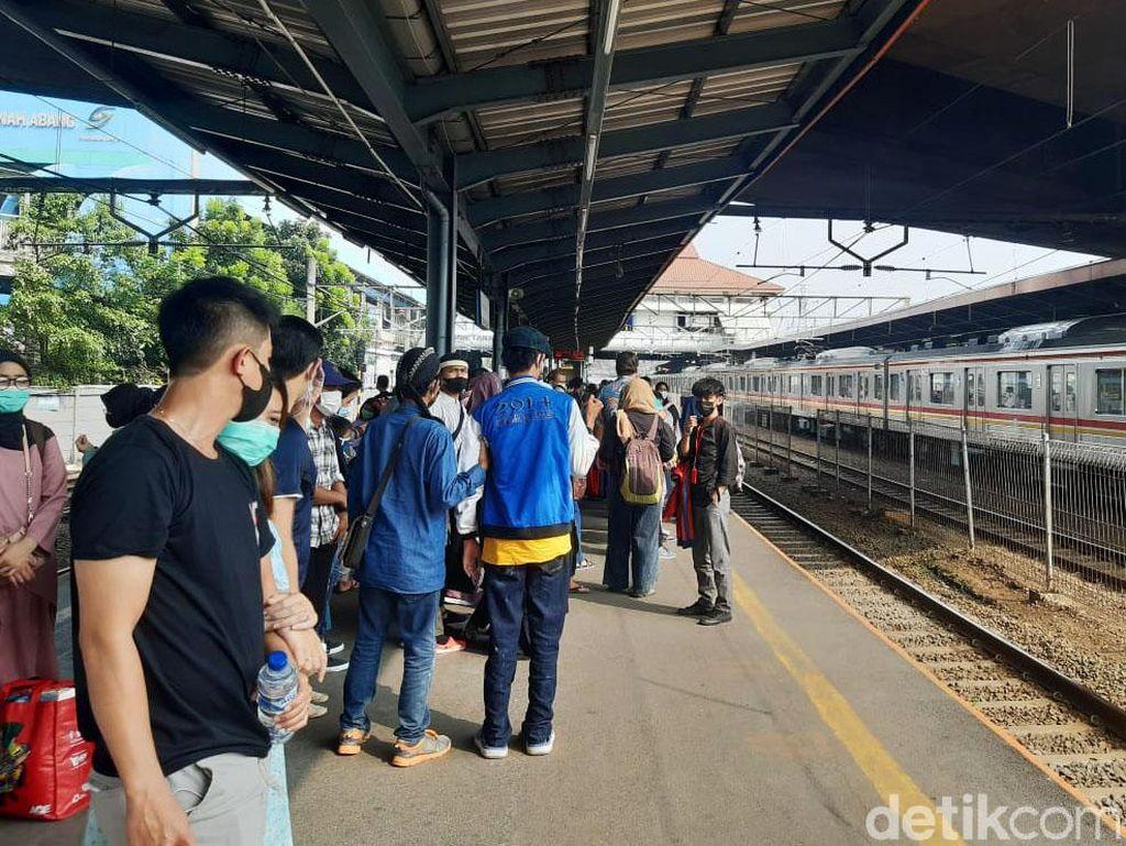 KRL Kembali Berhenti di Stasiun Tanah Abang Pukul 15.00-19.00 WIB