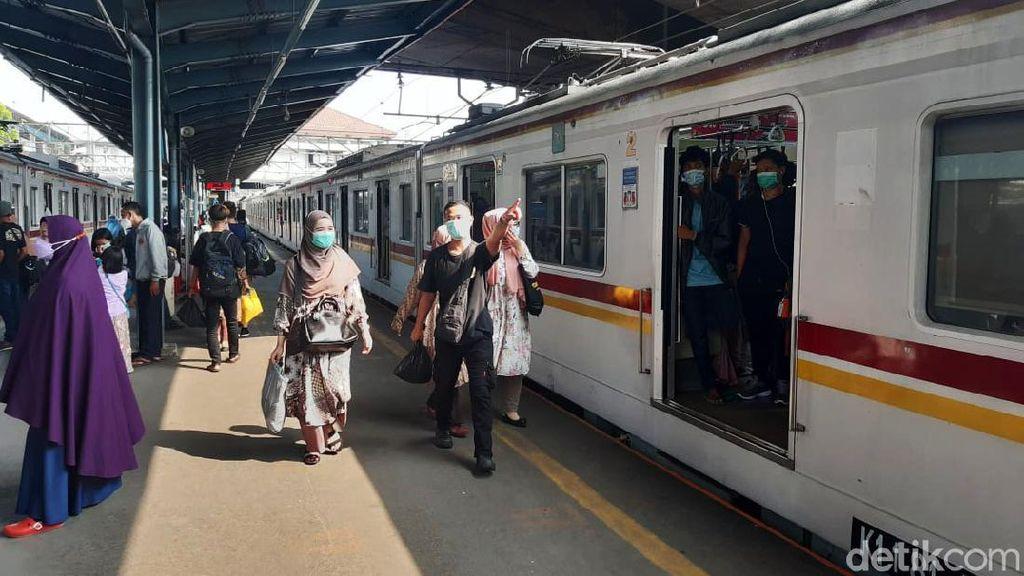 Kondisi Terkini Stasiun Tanah Abang di Hari Pertama Lebaran