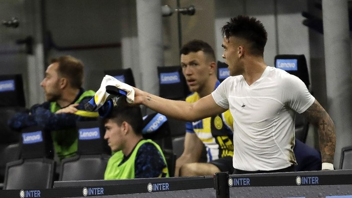 Inter Milans Lautaro Martinez reacts after being substituted during a Serie A soccer match between Inter Milan and Roma at the San Siro stadium in Milan, Italy, Wednesday, May 12, 2021. (AP Photo/Luca Bruno)
