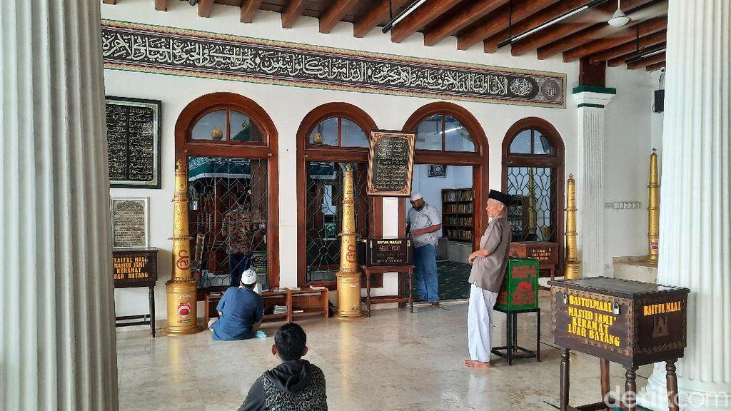 Mereka Berlebaran di Masjid Luar Batang