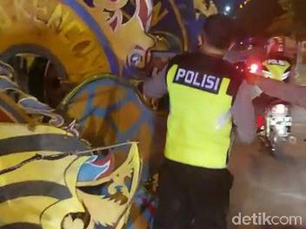 Polisi Bubarkan Takbir Keliling Pakai Kereta Kencana di Tuban