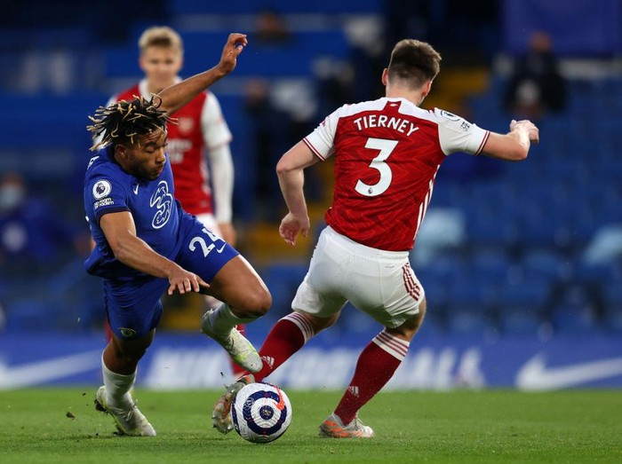 LONDON, ENGLAND - MAY 12: Reece James of Chelsea battles for possession with Kieran Tierney of Arsenal during the Premier League match between Chelsea and Arsenal at Stamford Bridge on May 12, 2021 in London, England. Sporting stadiums around the UK remain under strict restrictions due to the Coronavirus Pandemic as Government social distancing laws prohibit fans inside venues resulting in games being played behind closed doors. (Photo by Catherine Ivill/Getty Images)