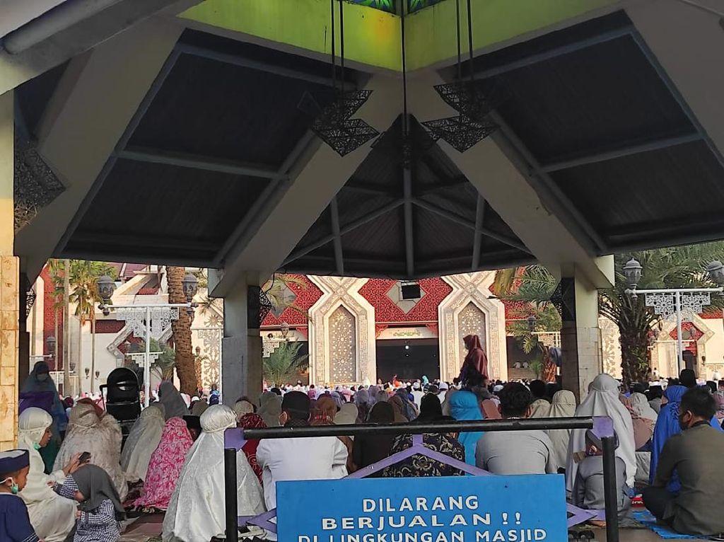 Cerita Jemaah Masjid At-Tin Tetap Ikut Salat Id Meski Waswas Corona