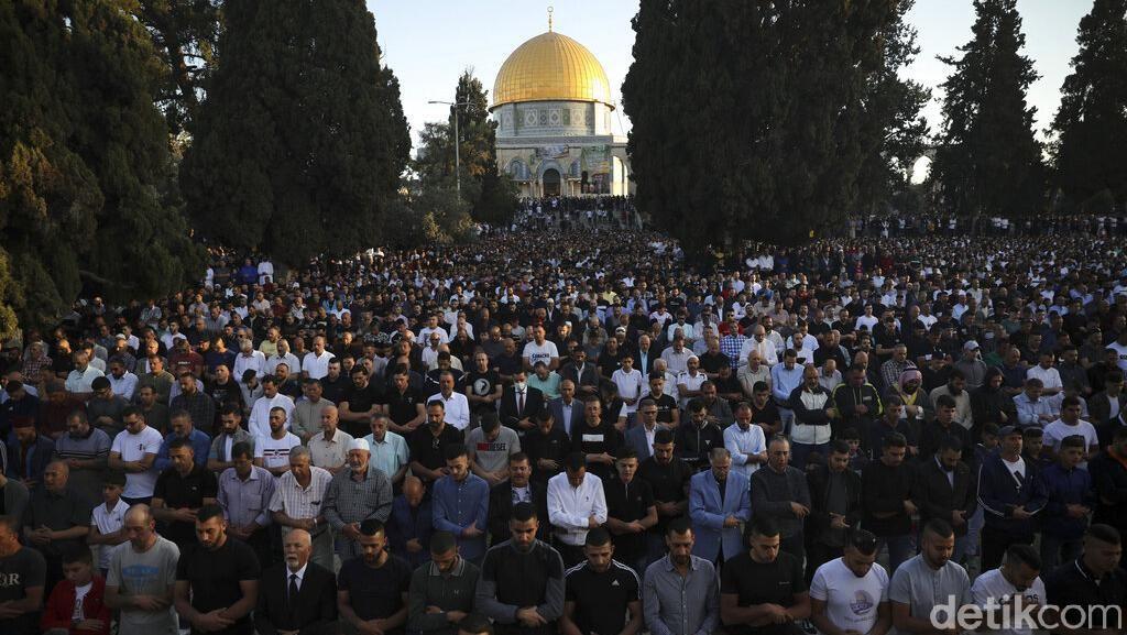 Khusyuknya Salat Idul Fitri di Masjid Al-Aqsa