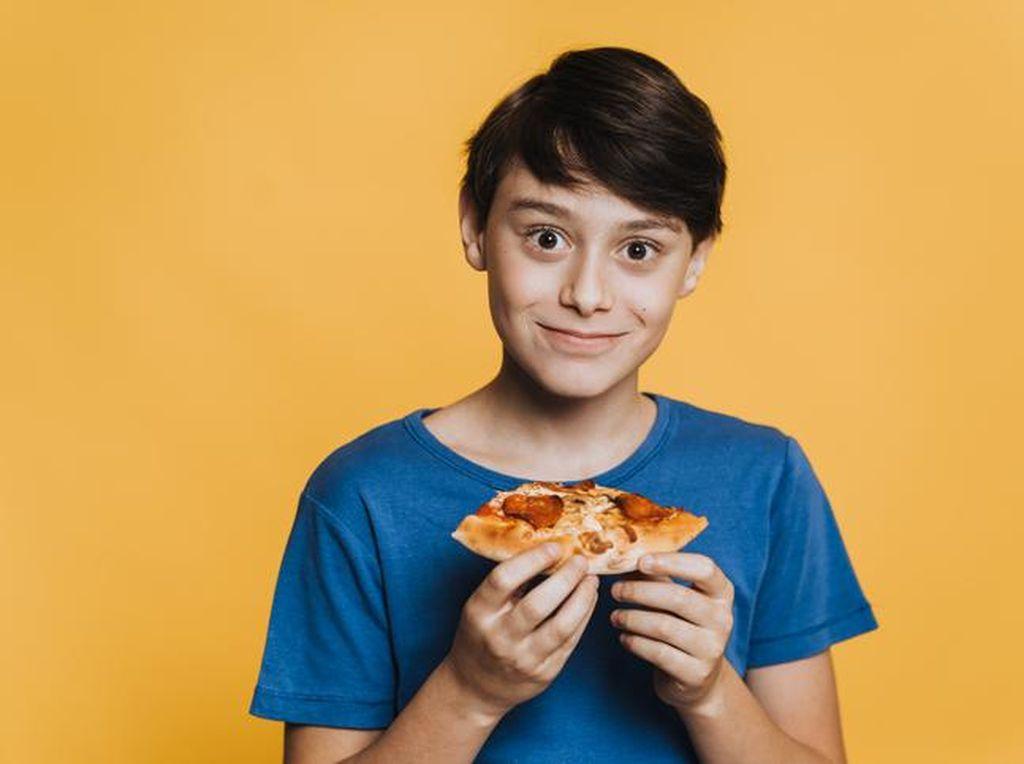 Anak Ini Dipaksa Makan Pizza Seminggu Penuh, Orang Tuanya Ingin Ajarkan Ini