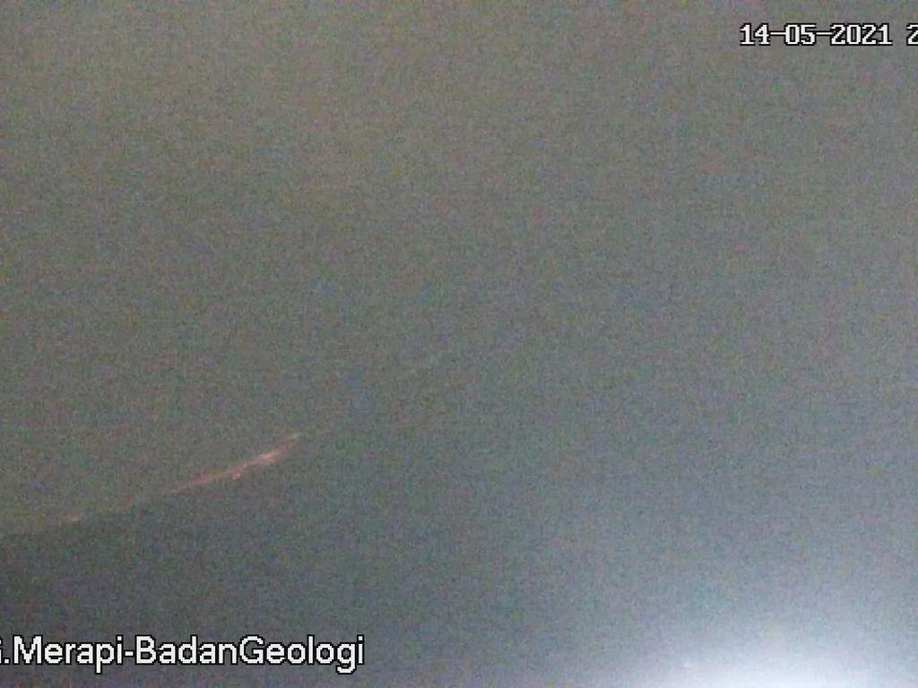 Gunung Merapi Erupsi Malam Ini, Luncurkan Awan Panas Sejauh 2 Km