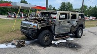 Duh! Mobil Hummer Penimbun Bensin Hangus Terbakar