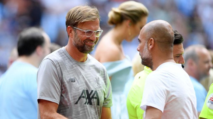 LONDON, ENGLAND - AUGUST 04: Jurgen Klopp, Manager of Liverpool shakes hands with Pep Guardiola, Manager of Manchester City prior to the FA Community Shield match between Liverpool and Manchester City at Wembley Stadium on August 04, 2019 in London, England. (Photo by Michael Regan/Getty Images)