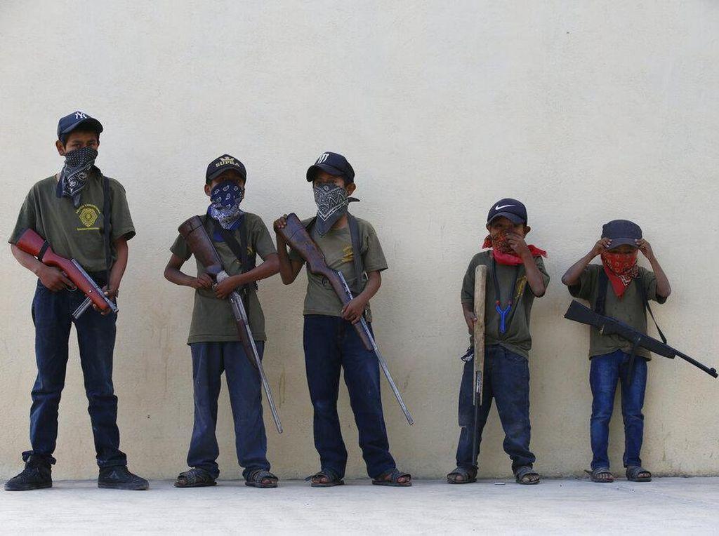 Kala Anak-anak Meksiko Angkat Senjata Lawan Kartel Narkoba