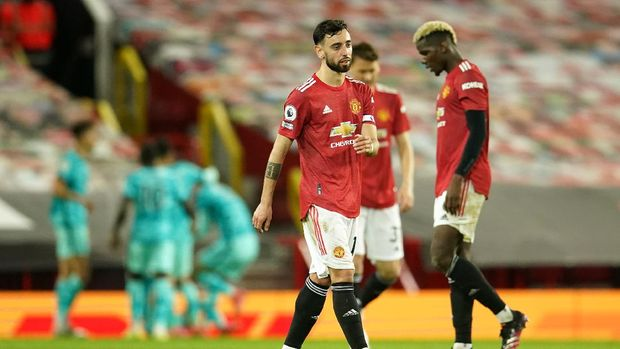 MANCHESTER, ENGLAND - MAY 13: Bruno Fernandes of Manchester United looks dejected after conceding a fourth goal scored by Mohamed Salah of Liverpool (not pictured) during the Premier League match between Manchester United and Liverpool at Old Trafford on May 13, 2021 in Manchester, England. Sporting stadiums around the UK remain under strict restrictions due to the Coronavirus Pandemic as Government social distancing laws prohibit fans inside venues resulting in games being played behind closed doors. (Photo by Dave Thompson - Pool/Getty Images)