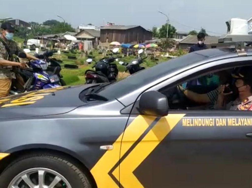 Polisi Tiba di TPU Tegal Alur Jakbar yang Sempat Ricuh, Peziarah Diminta Bubar