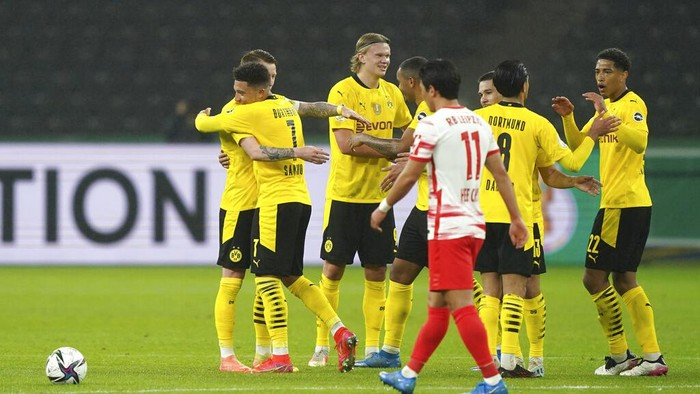 Dortmunds players celebrate after Dortmunds Jadon Sancho scored his sides third goal during the German soccer cup (DFB Pokal) final match between RB Leipzig and Borussia Dortmund in Berlin, Germany, Thursday, May 13, 2021. (AP Photo/Michael Sohn, Pool)