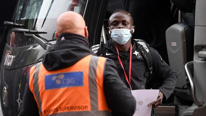 MANCHESTER, ENGLAND - MAY 13: Sadio Mane of Liverpool arrives at the stadium prior to the Premier League match between Manchester United and Liverpool at Old Trafford on May 13, 2021 in Manchester, England. Sporting stadiums around the UK remain under strict restrictions due to the Coronavirus Pandemic as Government social distancing laws prohibit fans inside venues resulting in games being played behind closed doors. (Photo by Michael Regan/Getty Images)