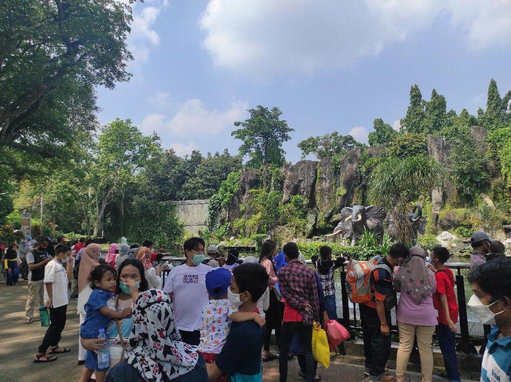 Ramai-ramai Warga ke Tempat Wisata di Hari Kedua Lebaran