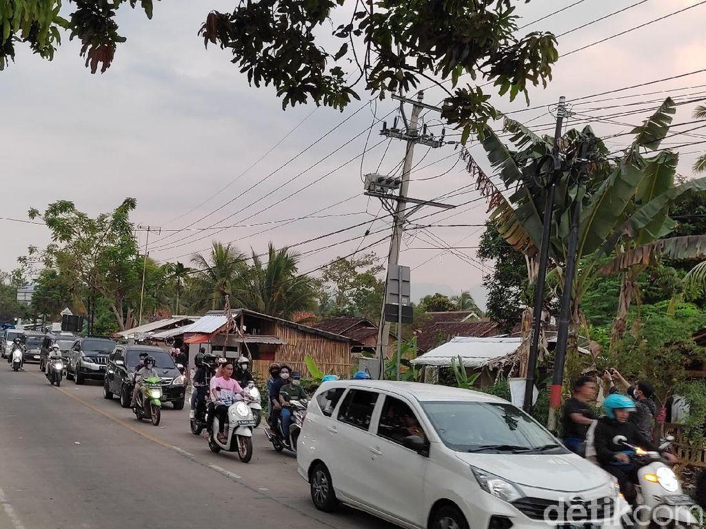 Wisatawan Bubar, Lalu Lintas dari Carita Arah Pandeglang Mengular hingga 5 Km