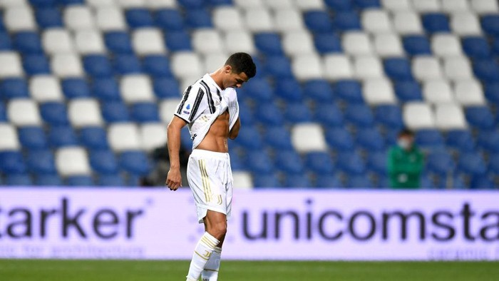 REGGIO NELLEMILIA, ITALY - MAY 12: Cristiano Ronaldo of Juventus reacts during the Serie A match between US Sassuolo and Juventus at Mapei Stadium - Città del Tricolore on May 12, 2021 in Reggio nellEmilia, Italy. Sporting stadiums around Italy remain under strict restrictions due to the Coronavirus Pandemic as Government social distancing laws prohibit fans inside venues resulting in games being played behind closed doors.  (Photo by Alessandro Sabattini/Getty Images)