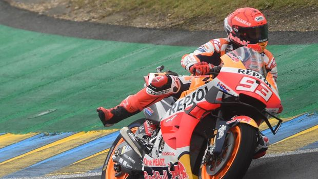 Repsol Honda Team's Spanish rider Marc Marquez competes during the 1st free practice session of the French Moto GP Grand Prix on May 14, 2021 in Le Mans, northwestern France. (Photo by JEAN-FRANCOIS MONIER / AFP)