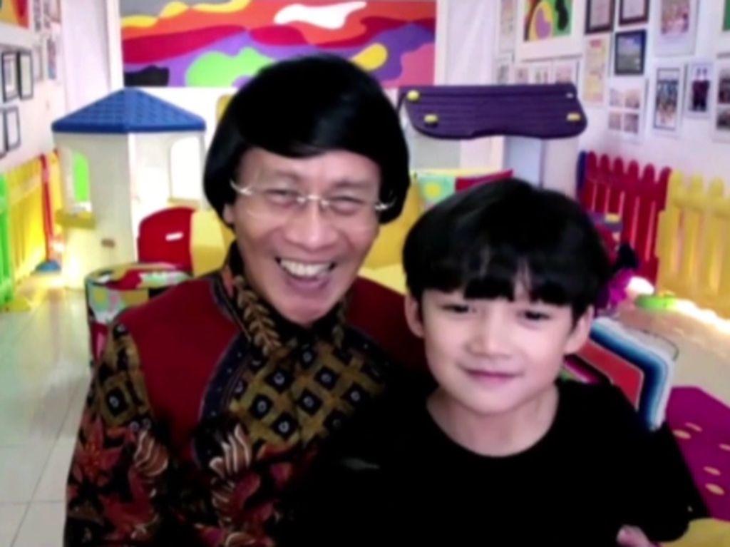 So Cute! Kak Seto dan Cucu Ajak Anak Menabung Angpao Lebaran
