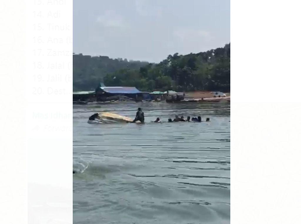 Selfie di Perahu Wisata Waduk Kedungombo yang Berujung Maut