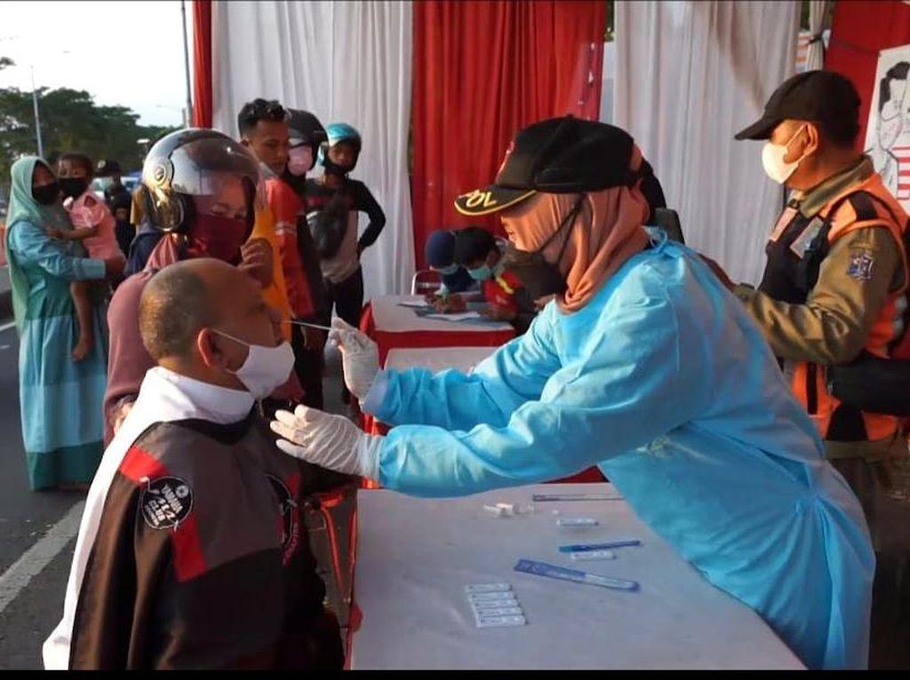 Ratusan Warga Tes Antigen Acak Usai Mudik dari Madura