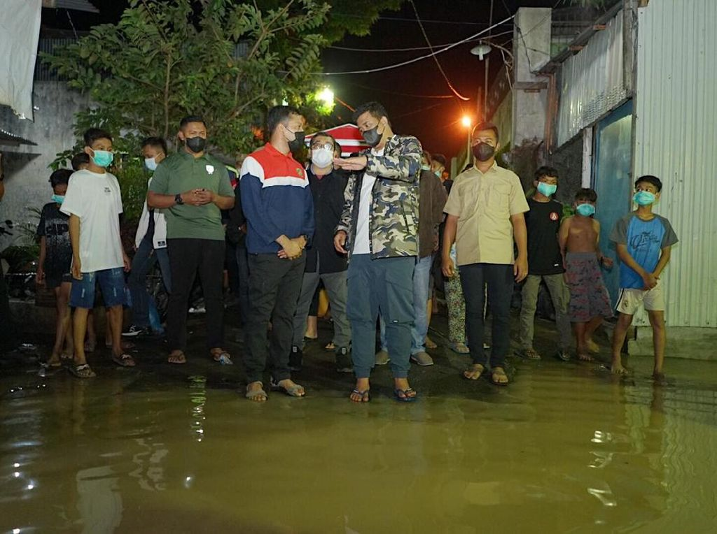 Tinjau Banjir Kiriman, Bobby Nasution Minta Camat-Lurah Bantu Warga