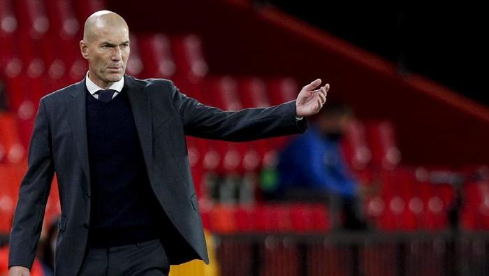 Real Madrids head coach Zinedine Zidane gestures during the Spanish La Liga soccer match between Granada and Real Madrid at Los Carmenes stadium in Granada, Spain, Thursday, May 13, 2021. (AP Photo/Fermin Rodriguez)
