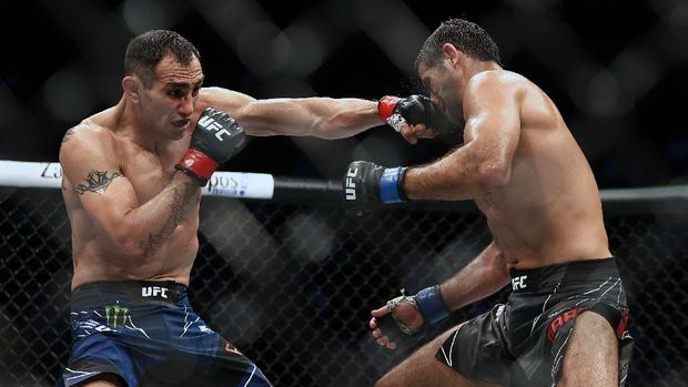 May 15, 2021; Houston, Texas, USA; Tony Ferguson lands a hit against Beneil Dariush during UFC 262 at Toyota Center. Mandatory Credit: Troy Taormina-USA TODAY Sports