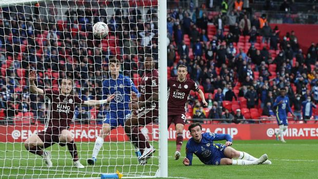 Soccer Football - FA Cup Final - Chelsea v Leicester City - Wembley Stadium, London, Britain - May 15, 2021 Chelsea's Ben Chilwell scores a goal that is later disallowed Pool via REUTERS/Nick Potts