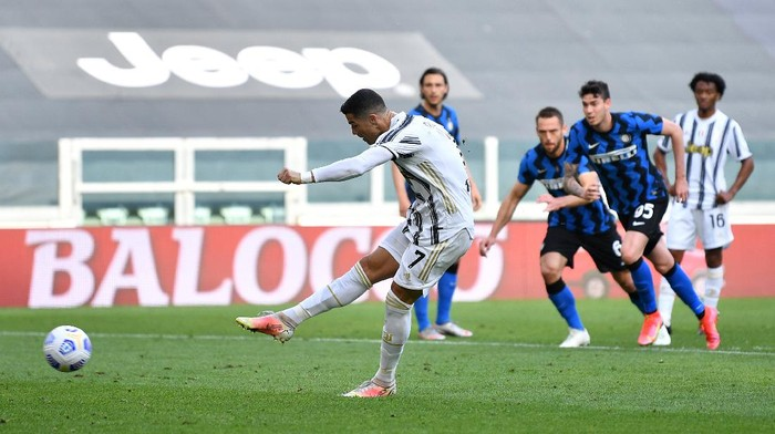 TURIN, ITALY - MAY 15: Cristiano Ronaldo of Juventus takes a penalty which is parried out, the rebound is later scored for Juventus first goal scored by Cristiano Ronaldo  during the Serie A match between Juventus  and FC Internazionale at  on May 15, 2021 in Turin, Italy. Sporting stadiums around Italy remain under strict restrictions due to the Coronavirus Pandemic as Government social distancing laws prohibit fans inside venues resulting in games being played behind closed doors. (Photo by Valerio Pennicino/Getty Images)
