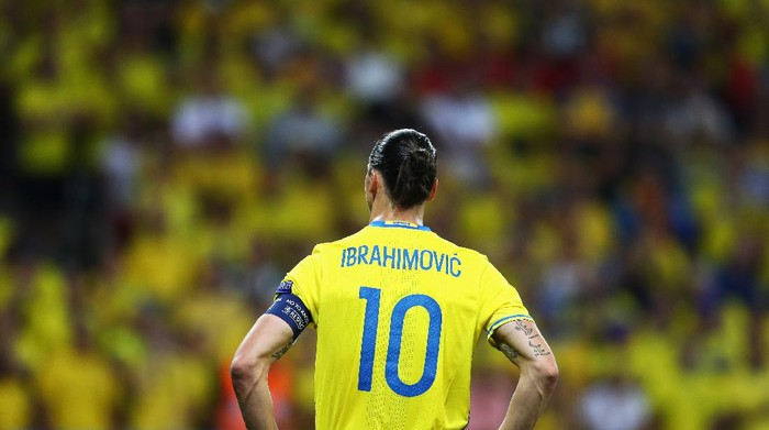 NICE, FRANCE - JUNE 22:  Zlatan Ibrahimovic of Sweden watches on during the UEFA EURO 2016 Group E match between Sweden and Belgium at Allianz Riviera Stadium on June 22, 2016 in Nice, France.  (Photo by Lars Baron/Getty Images)