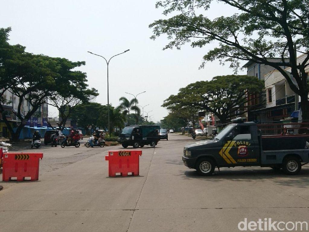 Cegah Wisatawan, Polisi Tutup Jalan Lingkar Selatan Cilegon Arah Anyer