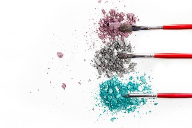 Kuas make up yang kotor akan lebih cepat menemui kerusakan apabila jarang dicuci.