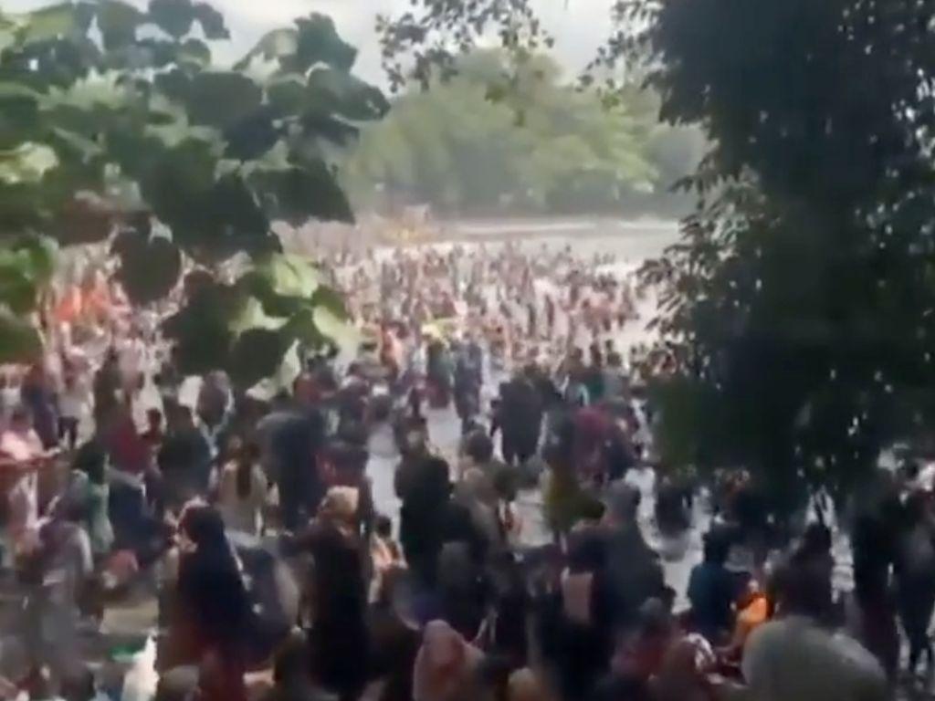 Sempat Banjir Pengunjung, Pantai Batukaras Pangandaran Ditutup Sementara