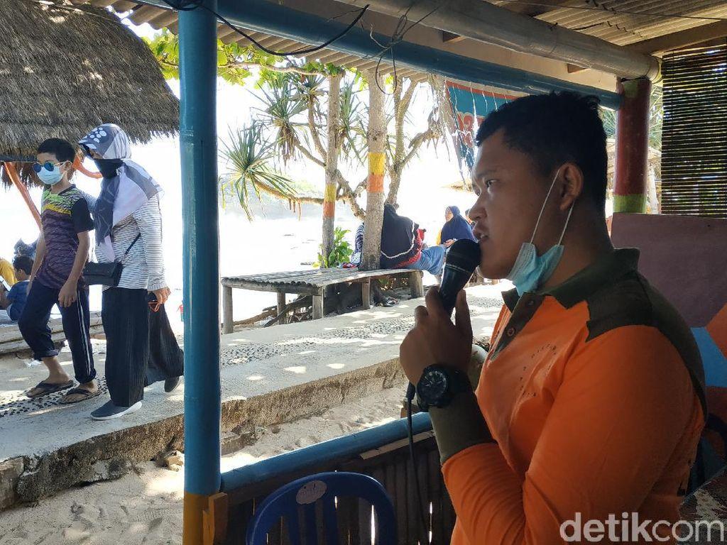 Kisah Penjaga Pantai di Pacitan yang Pantang Pergi Sebelum Wisatawan Pulang