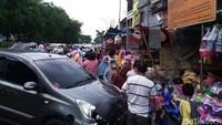 Gokil! Diserbu Bocil, Penjual di Pasar Gembrong Raup Omzet Rp 30 Juta/Hari