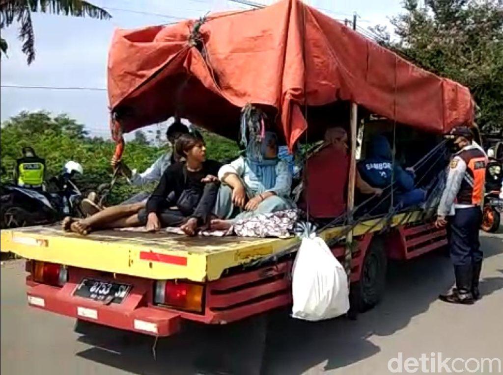 Meski Ditutup, Ribuan Kendaraan Berusaha Masuk ke Kawasan Wisata Sukabumi