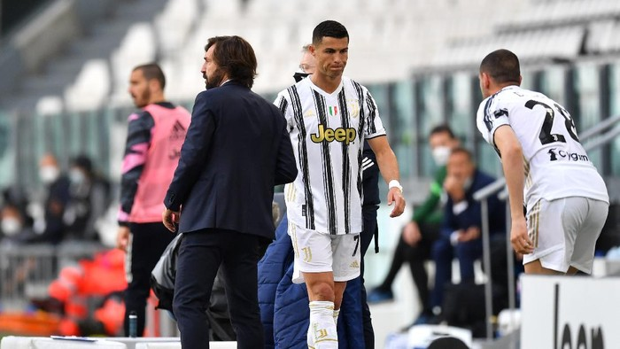 TURIN, ITALY - MAY 15: Andrea Pirlo, Head Coach of Juventus interacts with Cristiano Ronaldo of Juventus after he is substituted during the Serie A match between Juventus and FC Internazionale at Allianz Stadium on May 15, 2021 in Turin, Italy. Sporting stadiums around Italy remain under strict restrictions due to the Coronavirus Pandemic as Government social distancing laws prohibit fans inside venues resulting in games being played behind closed doors.  (Photo by Valerio Pennicino/Getty Images)