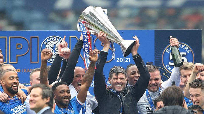 GLASGOW, SCOTLAND - MAY 15: Rangers Manager Steven Gerrard lifts the trophy during the Scottish Premiership match between Rangers and Aberdeen on May 15, 2021 in Glasgow, Scotland. Sporting stadiums around the UK remain under strict restrictions due to the Coronavirus Pandemic as Government social distancing laws prohibit fans inside venues resulting in games being played behind closed doors.  (Photo by Ian MacNicol/Getty Images)