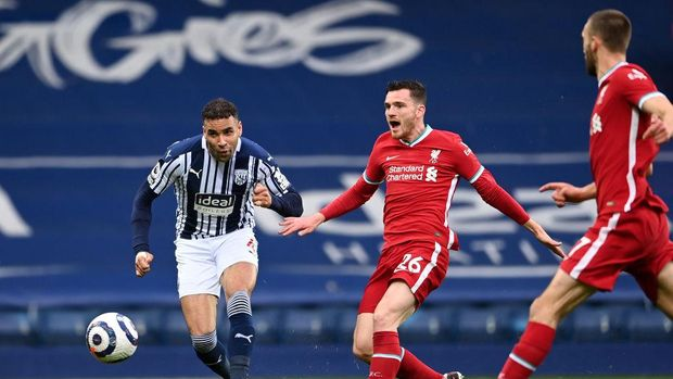 WEST BROMWICH, ENGLAND - MAY 16: Hal Robson-Kanu of West Bromwich Albion scores their side's first goal whilst under pressure from Andrew Robertson and Nathaniel Phillips (R) of Liverpool during the Premier League match between West Bromwich Albion and Liverpool at The Hawthorns on May 16, 2021 in West Bromwich, England. Sporting stadiums around the UK remain under strict restrictions due to the Coronavirus Pandemic as Government social distancing laws prohibit fans inside venues resulting in games being played behind closed doors. (Photo by Laurence Griffiths/Getty Images)