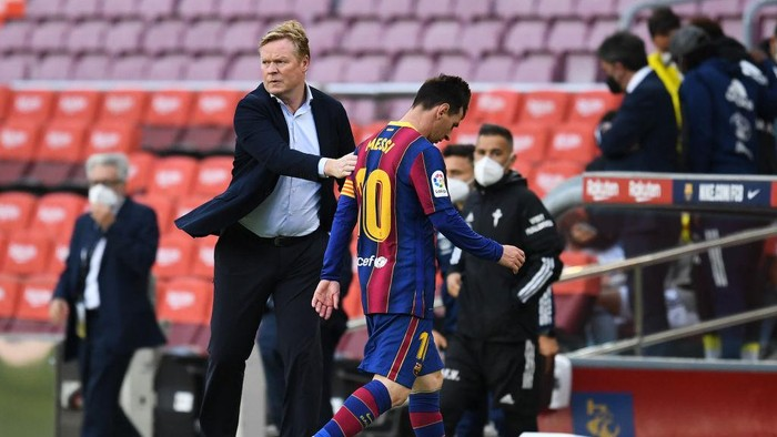 BARCELONA, SPAIN - MAY 16: Head coach Ronald Koeman of FC Barcelona comforts Lionel Messi of FC Barcelona as he walks off the pitch at the La Liga Santander match between FC Barcelona and RC Celta at Camp Nou on May 16, 2021 in Barcelona, Spain. Sporting stadiums around Spain remain under strict restrictions due to the Coronavirus Pandemic as Government social distancing laws prohibit fans inside venues resulting in games being played behind closed doors. (Photo by David Ramos/Getty Images)