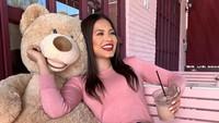 Pose Cantik Andrea Meza Miss Universe 2020 Saat Ngopi